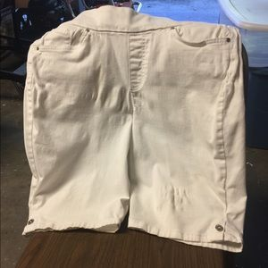 Pants - Gloria Vanderbilt white shorts